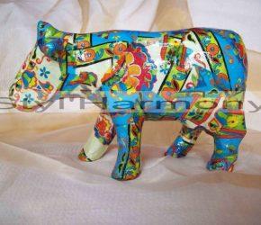 Statuette vache en papier mâché et très colorée 4