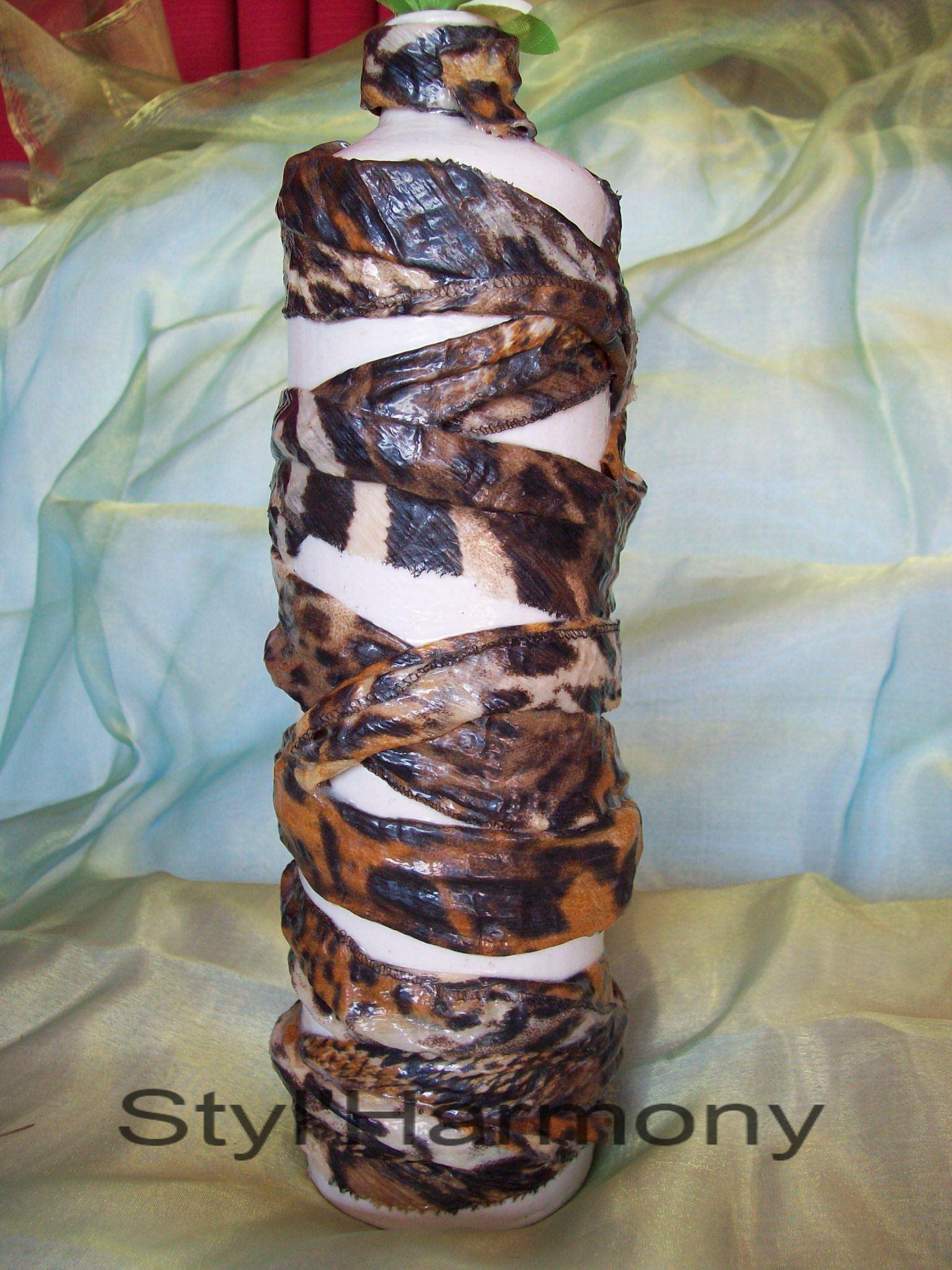 Vase style Africain en relief. 1