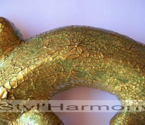 Gecko aux reflets vert et doré avec effet peau de crocodile. 1