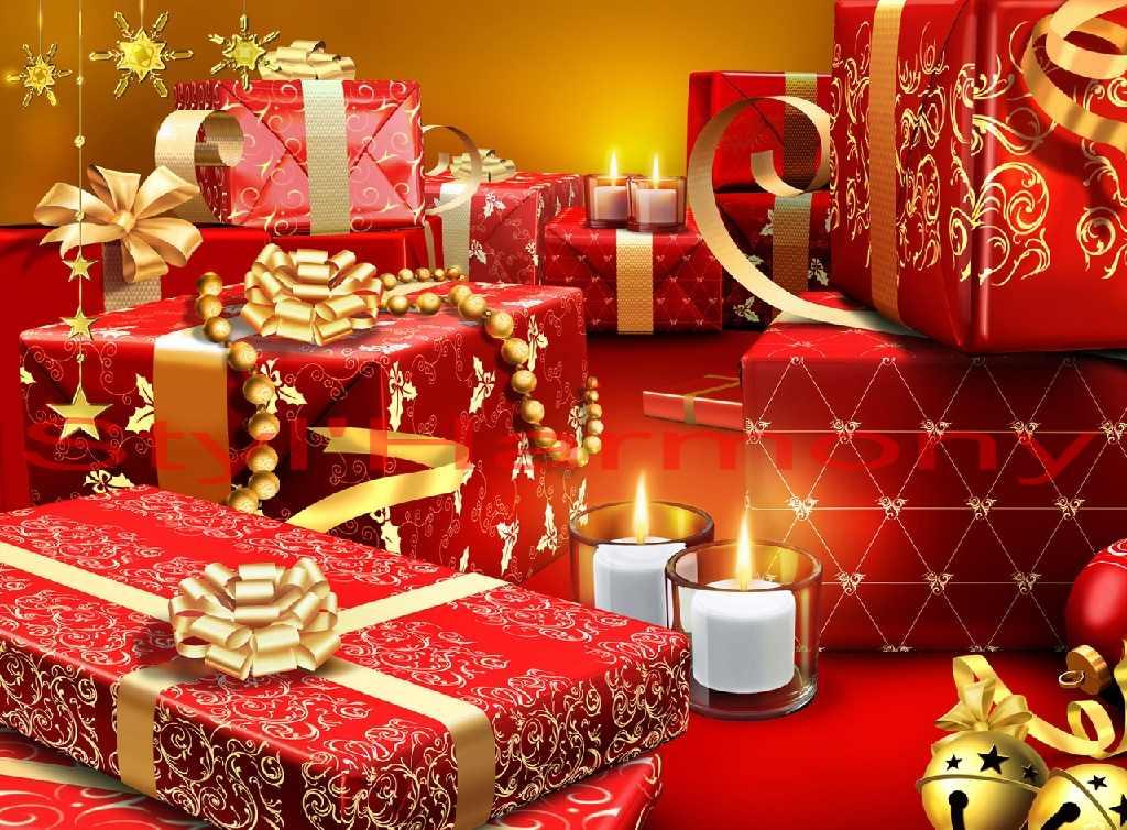 Des cadeaux partout ! Des sets de table tout en rouge et doré.