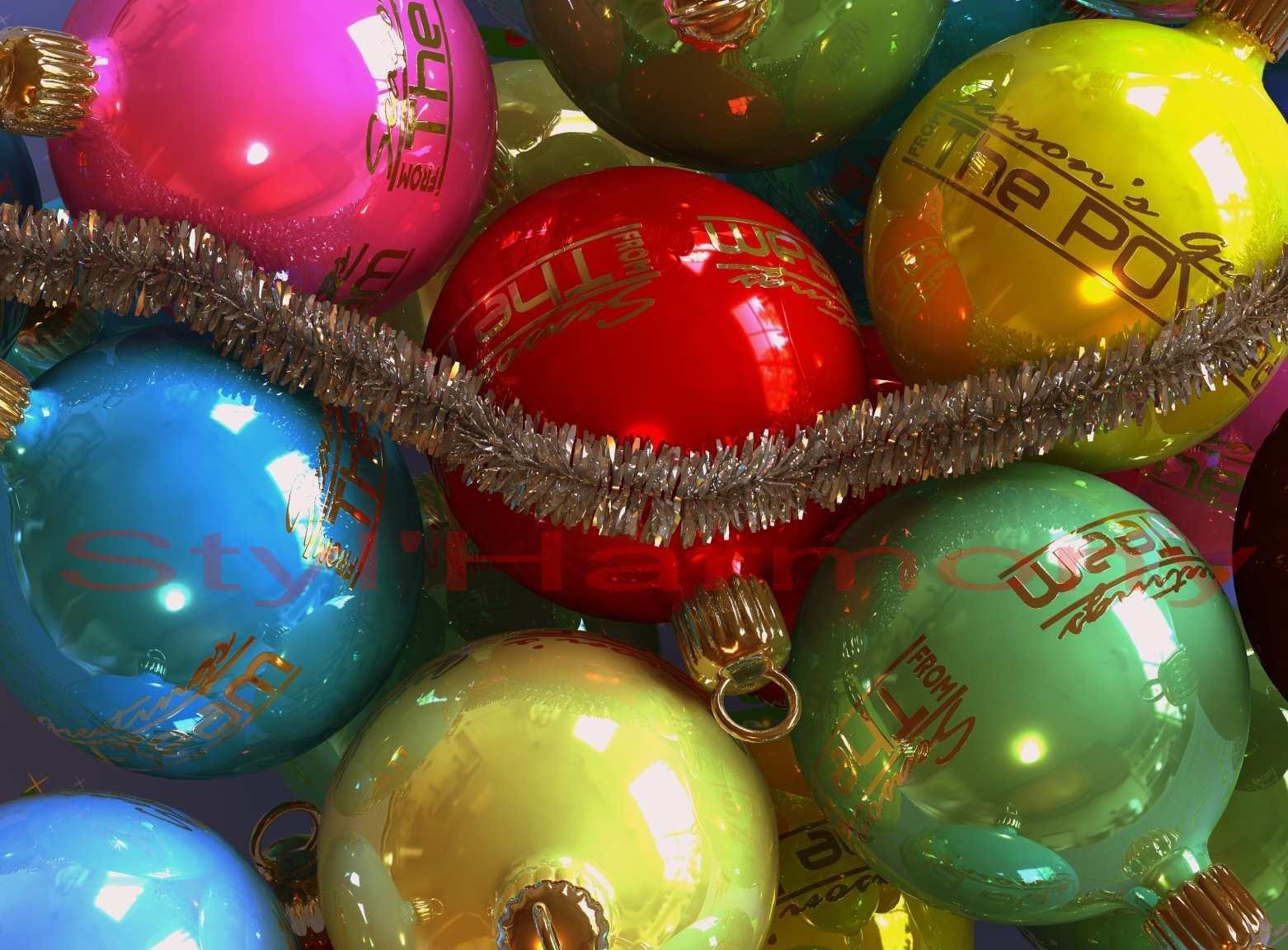 Des boules de Noël pour décorer le sapin.