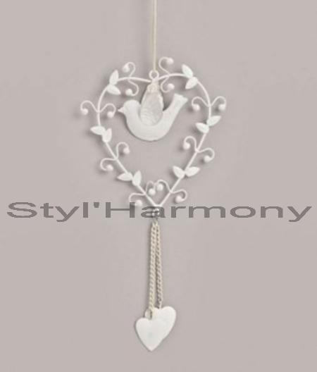 Une suspension romantique tout en cœurs et oiseau. 1