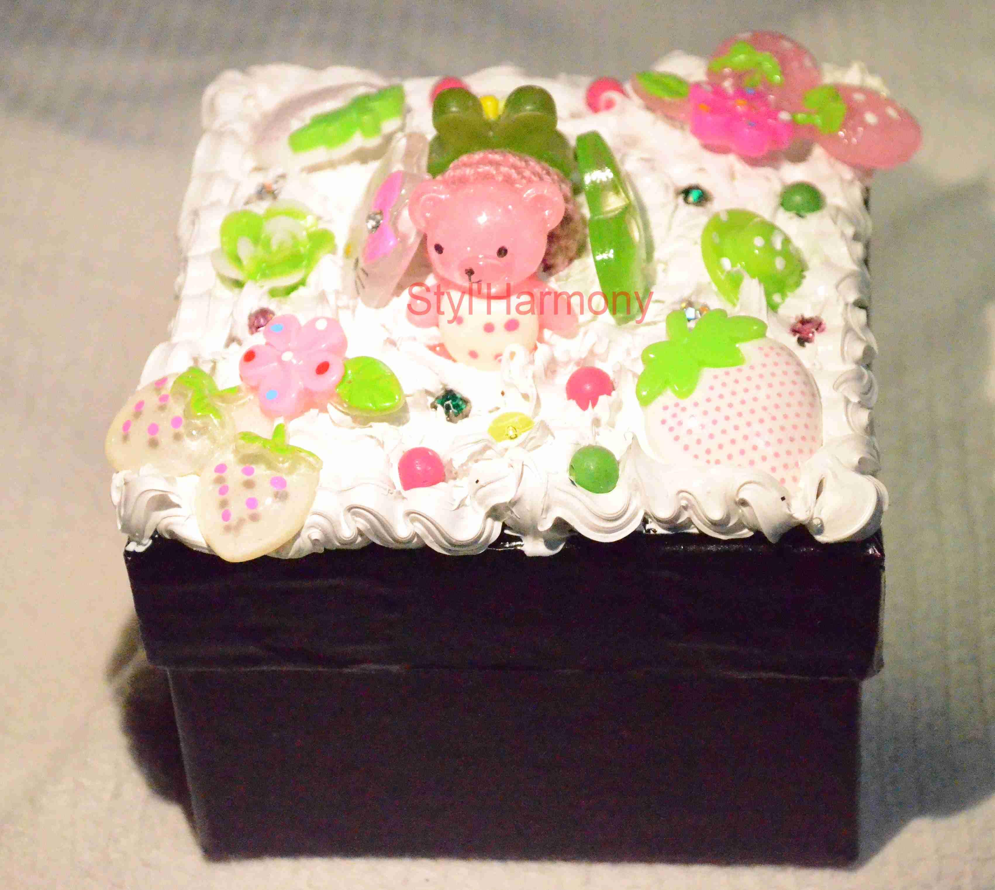 boite-boites-noir-rose-vert-deco-decoration-decoree-ornement-ornements-creation-1